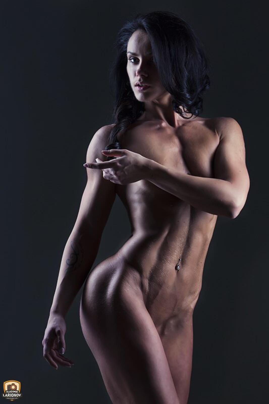 Красивые спортивные голые девушки фото #6